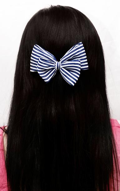 Rusettihiusklipsi -stripes -sini/valkoinen