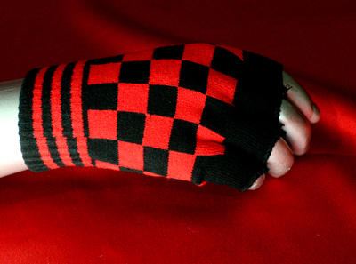 Thumb Holes Gloves  -checkers -black/red