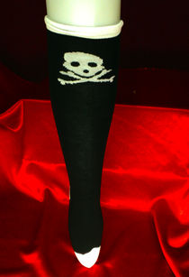 Knee socks -Skull and bones -Purple/white