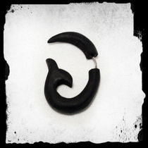 A.Wood earring [136] -Black fishtail