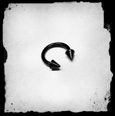 1.6mm Circular Barbell W/ Cones -musta L�vistyskoru