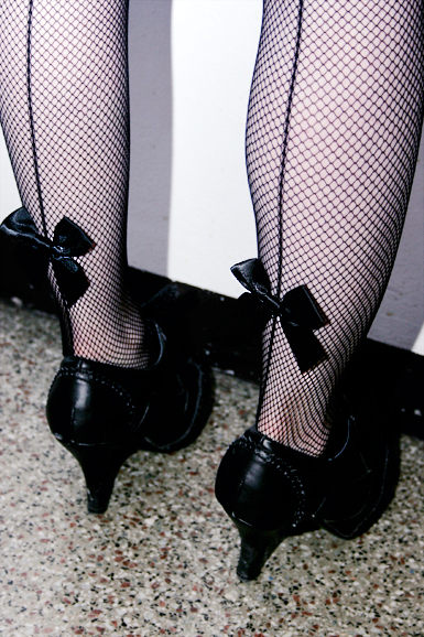 Net Stockings -back Seam And Bow -black