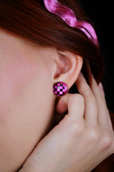 Checkers -nappikorvikset -musta/pinkki
